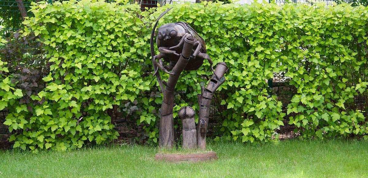 Скульптура Жук в КП Николино