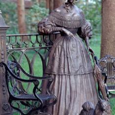 Скульптура Наталья Гончарова в поселке Николино