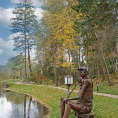 Скульптура Рыбак в КП Николино