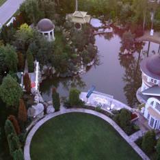 Дом с прудом в поселке Николино